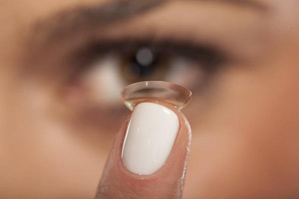 Czy soczewki kontaktowe można nosić także w nocy?
