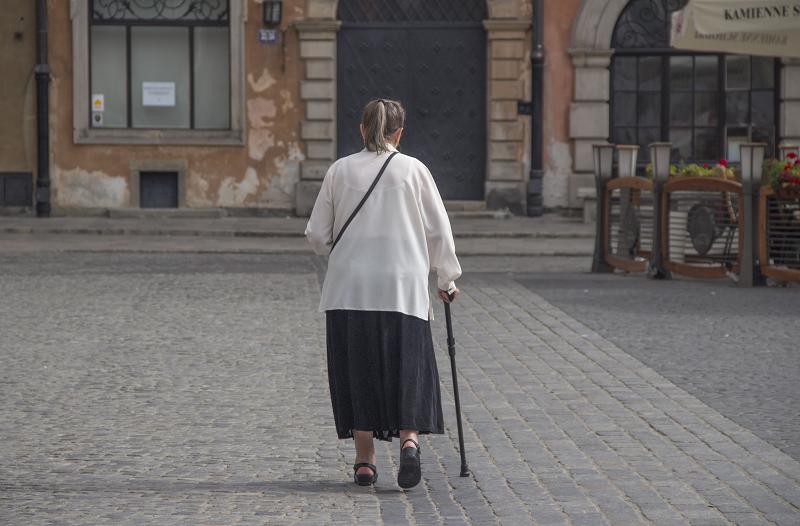 Izolacja społeczna wywołana niedosłuchem – nie warto jej bagatelizować