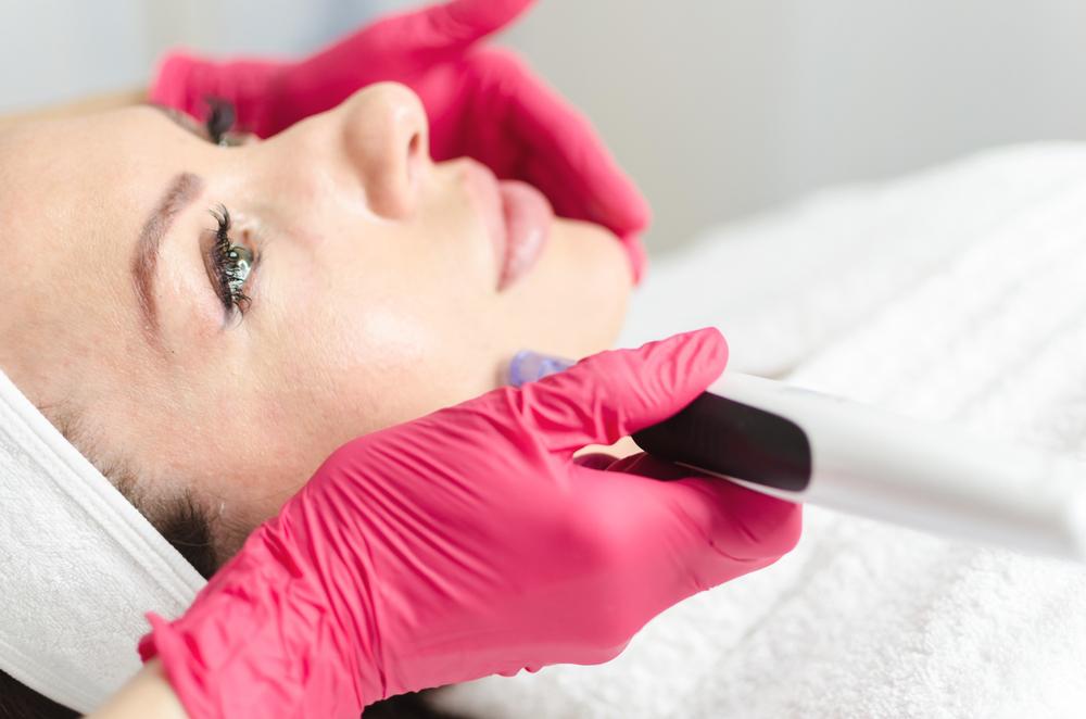 Jakie zabiegi kosmetyczne polecane są skórze tłustej?