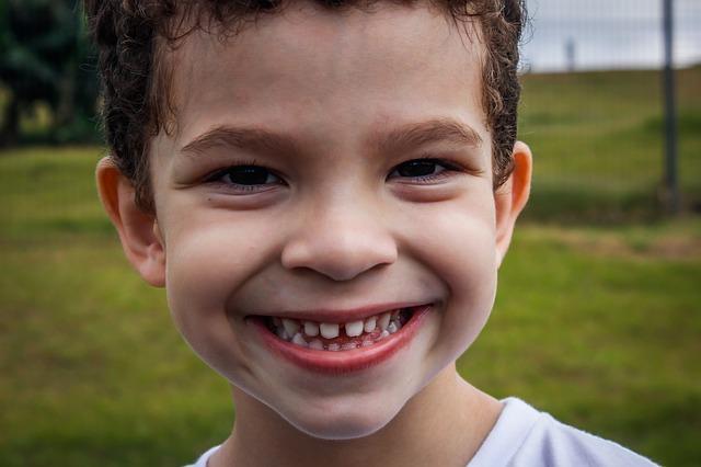 Odwieczny dylemat zębowy – czy leczyć ósemki?