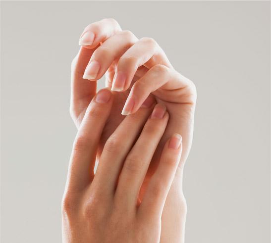Dłonie są wizytówką kobiety. Sprawdź, jak o nie zadbać!