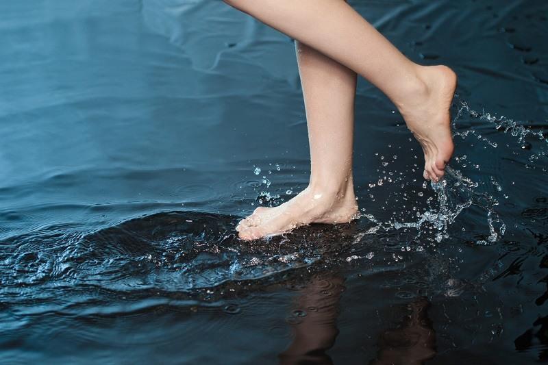 Zastosowanie wody jonizowanej w przeciwdziałaniu grzybicy stóp